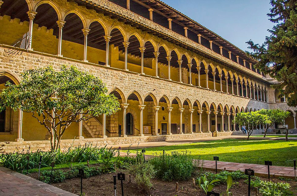 Pedralbes' Monastery: Guided Tour by Gratis in Barcelona